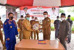 Bupati Bireuen Terima Ribuan Masker dari Gubernur Aceh untuk Dibagikan Kepada Pelajar