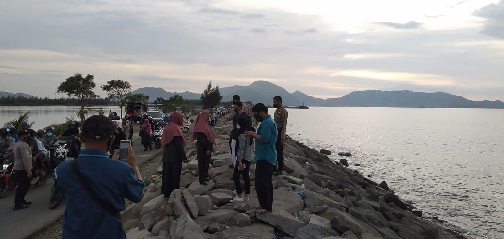 Pantai Ulee Lheue Ramai Pengunjung Saat Magrib, Ini Respon Satpol PP-WH Banda Aceh