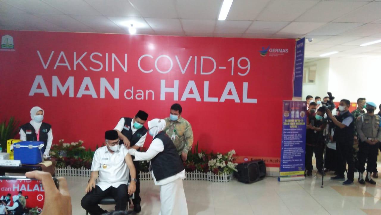 Gubernur Aceh dan Forkopimda Divaksin Perdana Covid-19 di RSUZA : Tidak Sakit, Luar Biasa