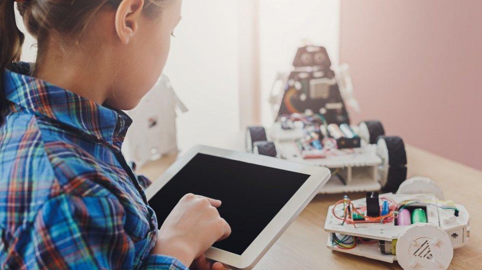 Bahaya Gadget Bagi Anak, Orangtua Diminta Bagi Waktu untuk Keluarga