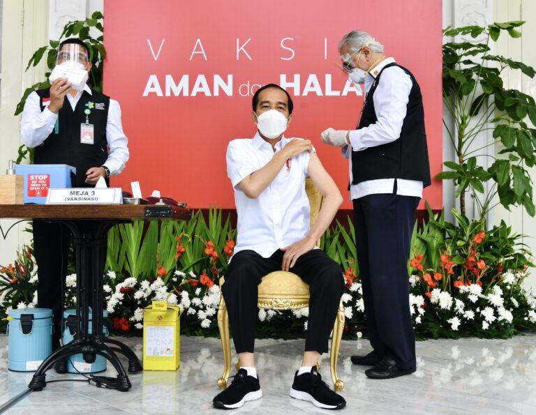 Besok, Presiden Jokowi Disuntik Vaksin COVID-19 Kedua Kalinya