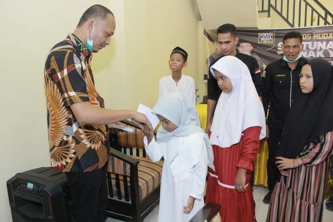 Peringati Milad ke-IV, Poros Muda Aceh Santuni Anak Yatim