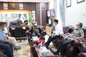 Rektor Herman dan Kajari Teuku Rahmatsyah, Dua Sahabat Bertemu di Kota Medan