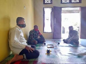 Babinsa Koramil 04/Sawang Komsos Dengan Tokoh Masyarakat Desa Sikulat
