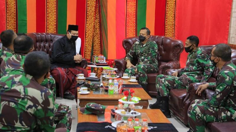 Abu Dayah Manyang bersilahturahmi ke Makorem 012/TU