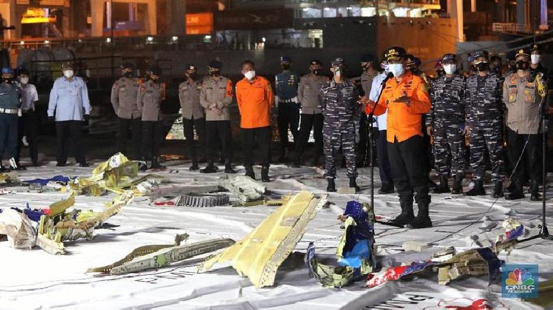 Belasan Puing Pesawat Sriwijaya dan Potongan Pakaian Ditemukan Tim SAR