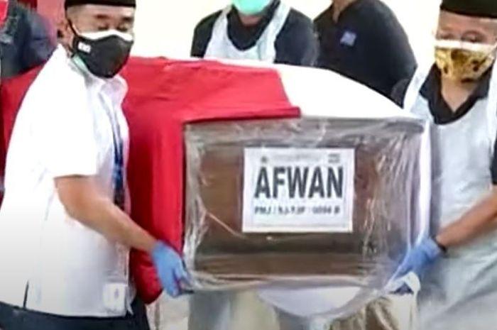 Jenazah Kapten Afwan Tiba di Rumah Duka, Tangis Keluarga Pecah