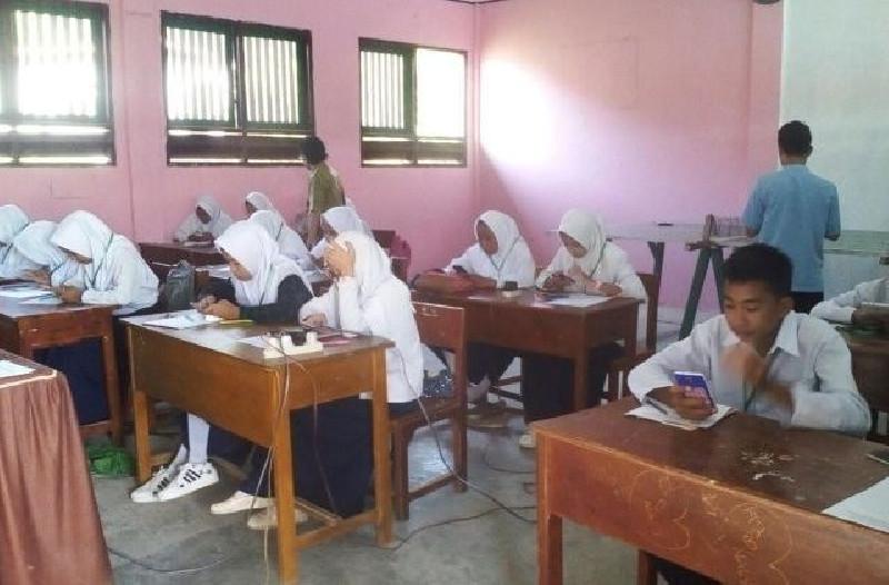 Nadiem Akan Tidak Tegas, Siswa Nonmuslim Dipaksa Pakai Jilbab