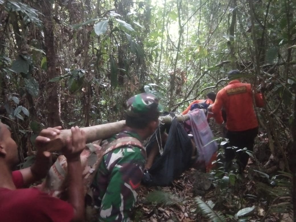 Tim SAR Berhasil Evakuasi Korban Terperangkap Empat Hari Dalam Jurang dengan Keadaan Selamat