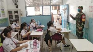 Babinsa Koramil 13/Kuta Alam, Ajak Gerakkan Patuh 5M Prokes Covid 19 ke Anak–anak Sekolah