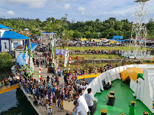 Masyarakat Simeulue Sambut Meriah KMP Aceh Hebat 1