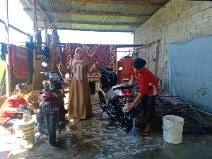 Lulusan SLB-B YPAC Banda Aceh Bekerja Mandiri