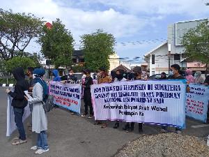 Massa Demo di DPRA, Tuntut Pengentasan Kemiskinan di Aceh