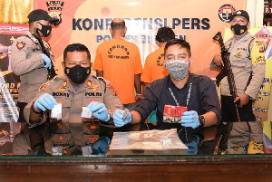 Diwarnai Letusan Senjata, Polisi Tangkap Dua Orang Pemilik Sabu
