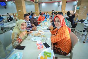 Airin Puji Kenikmatan Kopi Aceh dan Sebut Banda Aceh Keren
