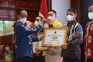Terima Penghargaan PWI Aceh, Nasir Djamil Harap Pers Aceh Semakin Kokoh