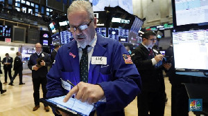 Wall Street Melemah di Pembukaan, Inflasi Berpeluang Naik
