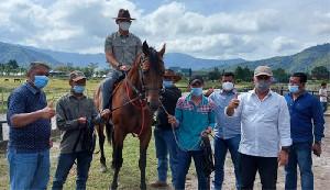 Danrem 011/Lilawangsa Serahkan Kuda Selandia Baru ke Pemkab Ateng