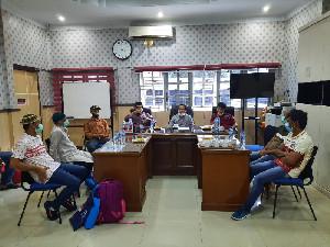 Plt. Kadinsos Sambut Nelayan Aceh dari India Tiba di Aceh