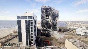Gedung Trump Plaza Hotel dan Casino Diledakkan