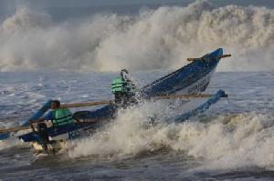 Jangan Melaut Perairan Sumut-Aceh, Gelompang Tinggi Capai 4 Meter