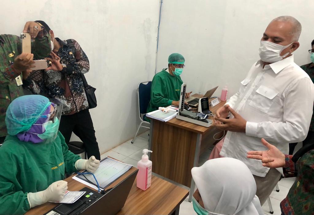 Sekda Aceh Berbagi Kiat Sukses Vaksinasi Covid-19 Nakes