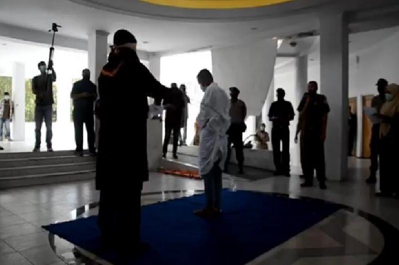 Tiga Warga Nonmuslim di Aceh Divonis 40 kali Cambuk, Terbukti Langgar QSI