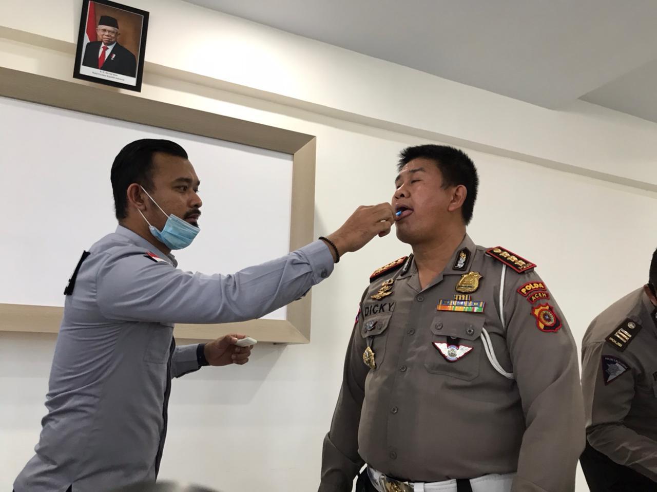Anggota Ditlantas Polda Aceh Tes Narkoba Melalui Air Liur