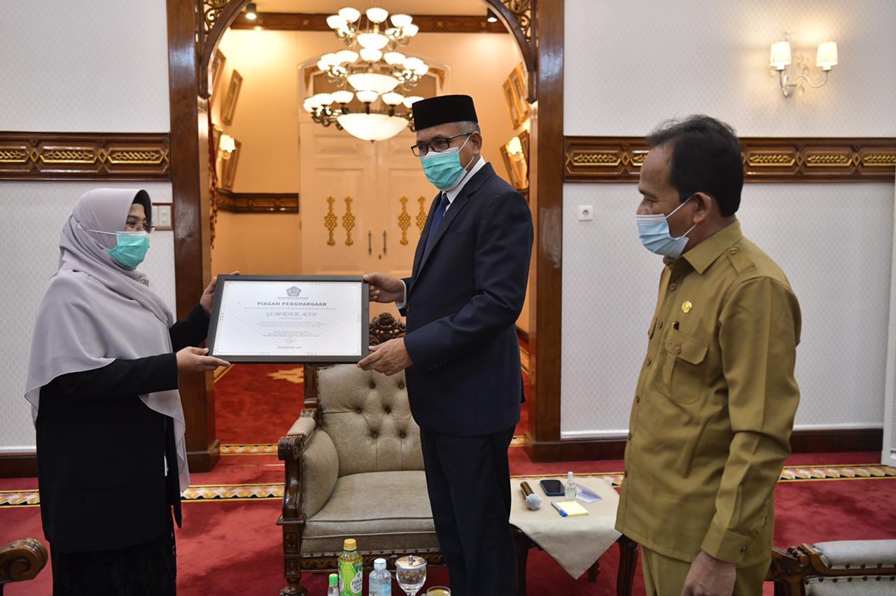 Kanwil DJKN Berikan Penghargaan Kepada Gubernur Aceh