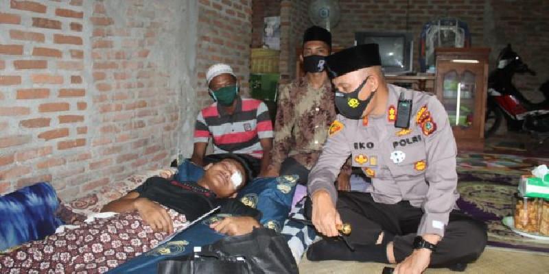 Kapolres Lhokseumawe Bantu Pemuda Asal Aceh Utara yang Kehilangan Satu Bola Mata