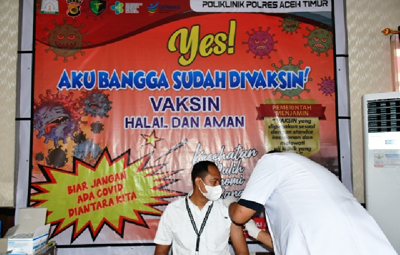 Polisi  Aceh Timur Jalani Vaksin Tahap Pertama