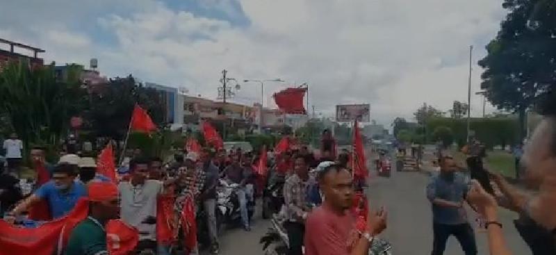 Puluhan Massa Konvoi Bendera Bintang Bulan di Lhokseumawe