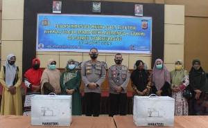 Terharu Terima Bantuan Mesin Jahit, UMKM Lhokseumawe: Terima Kasih Pak Kapolda Aceh