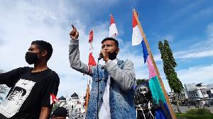 Aliansi Pemuda Peduli Aceh Demo Pendopo Gubernur Aceh
