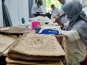 Ratusan Manuskrip Aceh dikonservasi oleh Tim Pusat Preservasi Naskah Kuno Perpusnas RI
