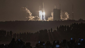 China Kini Sukses Luncurkan Roket Long March 7A