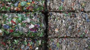Malaysia Akan Kirim Balik Satu Kontainer Sampah Plastik ke Amerika Serikat
