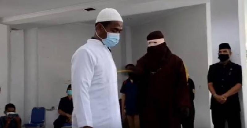 Oknum PNS di Aceh Dihukum Cambuk, Kedapatan Mesum dalam Mobil