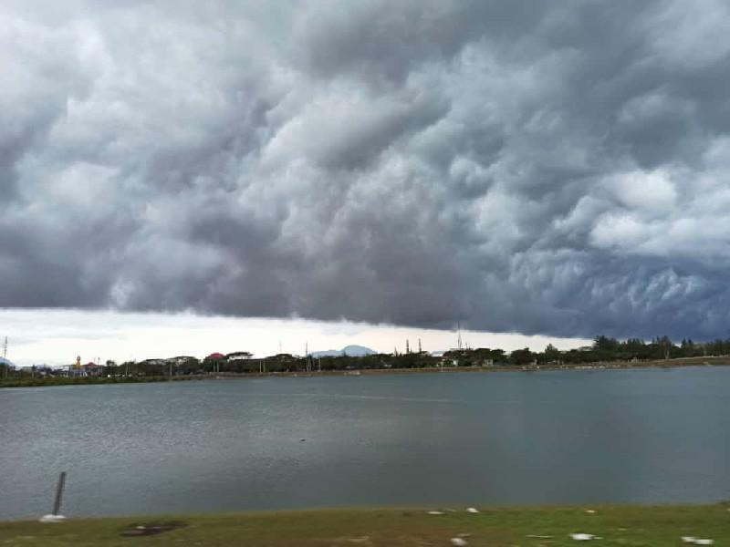 Penjelasan BMKG Tentang Awan Mirip Gelombang Tsunami di Banda Aceh