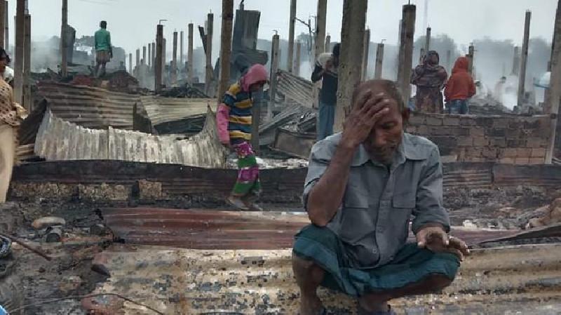7 Orang Tewas Akibat Kebakaran Hebat di Kamp Rohingya