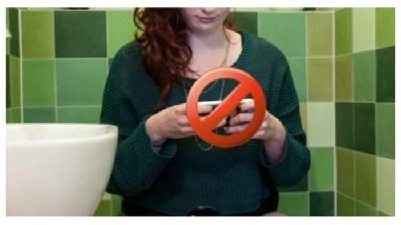 Bahaya Main HP di Toilet, Ini Alasannya