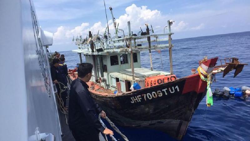 Bakamla Tangkap Kapal Vietnam Pencuri Ikan di Natuna
