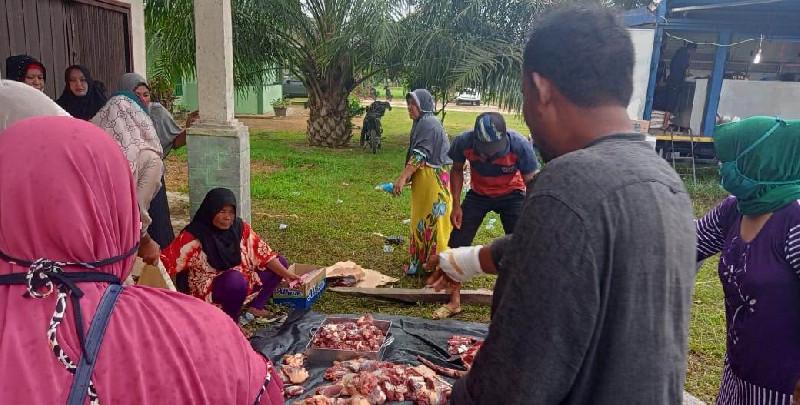 Akibat Gas Medco,  Warga Aceh Timur Rayakan Meugang di Tenda Pengungsian
