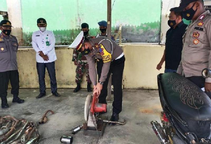 Polisi Aceh Timur Musnahkan 30 Knalpot Blong