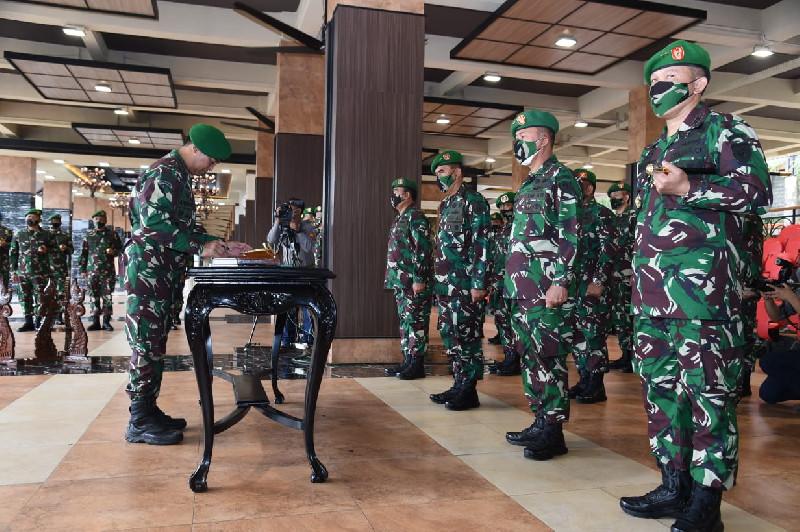 Kasad Jenderal TNI Andika Perkasa Pimpin Sertijab Pejabat Utama TNI AD