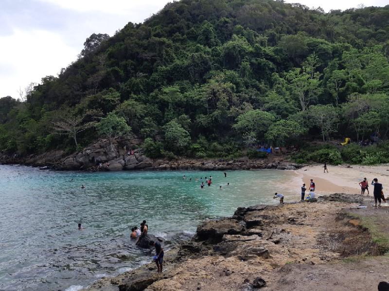 Lhok Mata Ie Pesona Pantai Tersembunyi Di Aceh Besar