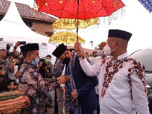 Bak Linto Baro, AHY Disambut Masuk ke Rumah Adat Aceh Tun Sri Lanang