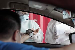 Kapolri dan Panglima TNI Harap Vaksinasi Drive Thru di Medan Jadi Role Model