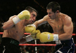 Pertemuan ke 4 Tarung Marco Antonio Barrera vs Erik Morales