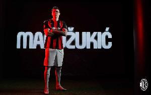 Striker AC Milan Mario Mandzukic Sumbangkan Gaji untuk Amal